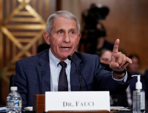 فاوتشي: من المحتمل أن يحتاج الأمريكيون إلى جرعة لقاح ثالثة ضد كورونا